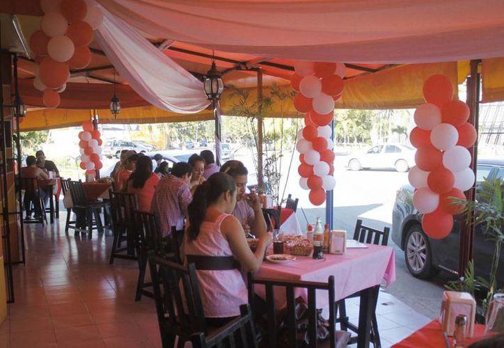 """Durante el """"puente"""" más reciente las ventas en los restaurantes se mantuvieron por debajo del 30%. (Harold Alcocer/SIPSE)"""