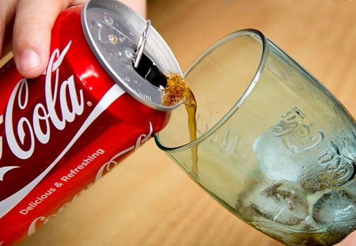 Los partidarios de la alimentación sana dicen que las bebidas sin alcohol provocan obesidad y otras enfermedades crónicas. (wikihow.com)