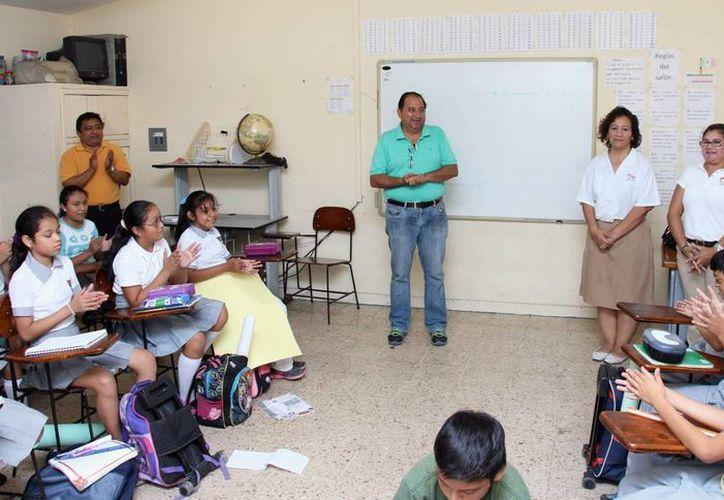 La escuela Juan de Grijalva recibió un reconocimiento por participar en el programa 'Ponte en mis zapatos'. (Cortesía)