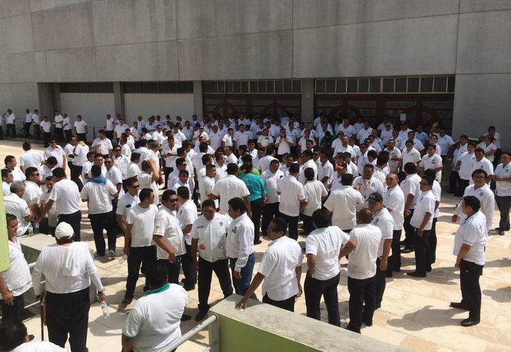 Integrantes del Sindicato de Taxistas de Playa del Carmen protestaron por presuntos actos de competencia desleal. (Adrián Barreto/SIPSE)