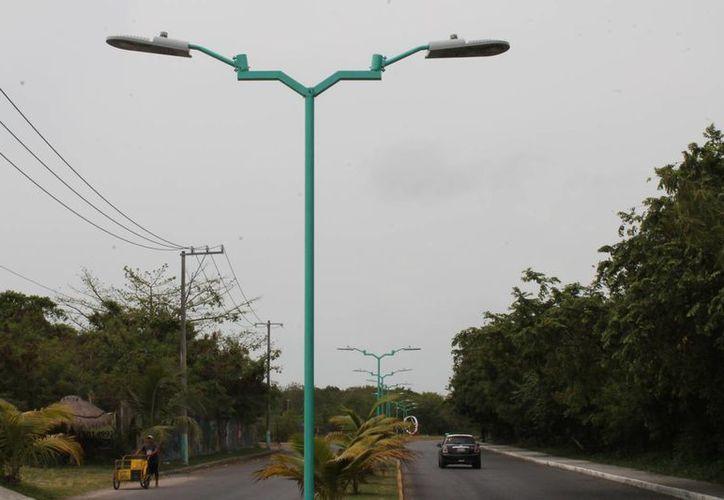 Las luminarias fueron cambiadas para ahorrar un 50 por ciento en el consumo de energía. (Paloma Wong/SIPSE)