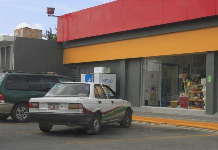Ciudadanos han denunciado haber visto vehículos del gobierno estatal en horarios y días no laborables. (Harold Alcocer/SIPSE)