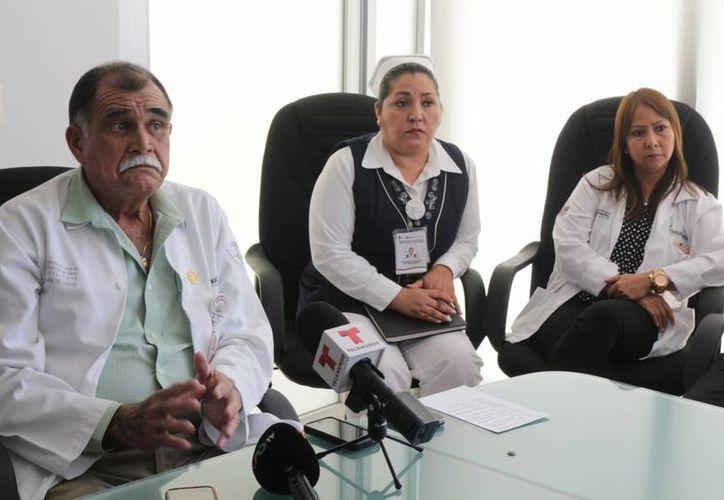 El director del Hospital General de Playa del Carmen, José Bolio, habló del conflicto laboral que hay en el nosocomio. (Adrián Barreto/SIPSE)