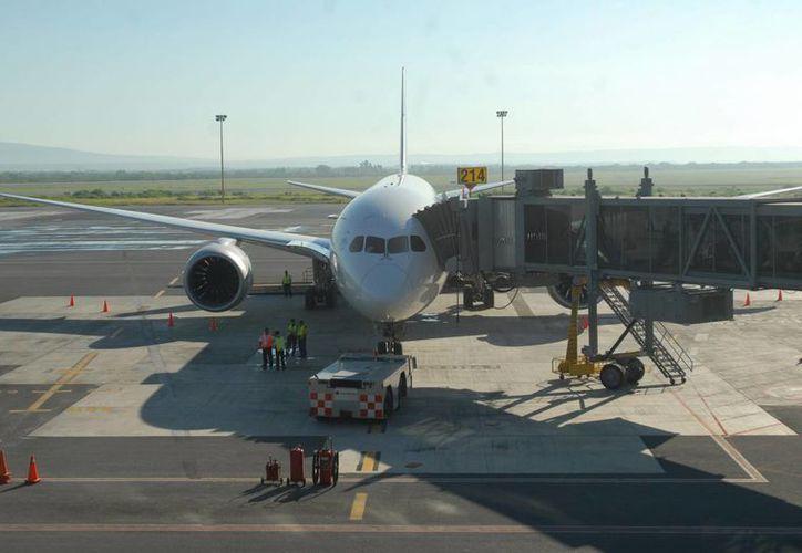 Los descuentos que ofrecen las aerolíneas aplican en algunos casos hasta septiembre de 2014. (Notimex/Foto de contexto)