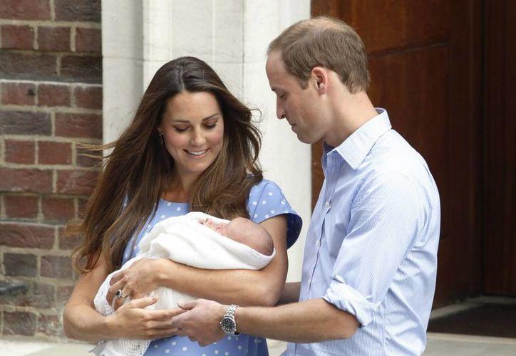 Al bautizo acudirán los principales miembros de la realeza, así como la familia de Catalina, los Middleton. (Archivo/EFE)