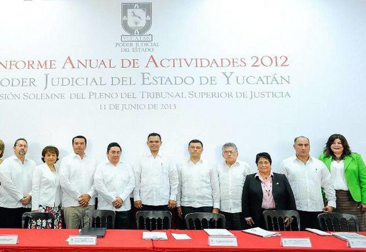 El gobernador Zapata Bello acudió como invitado especial a la rendición del informe anual de actividades del Poder Judicial de Yucatán. (Cortesía)