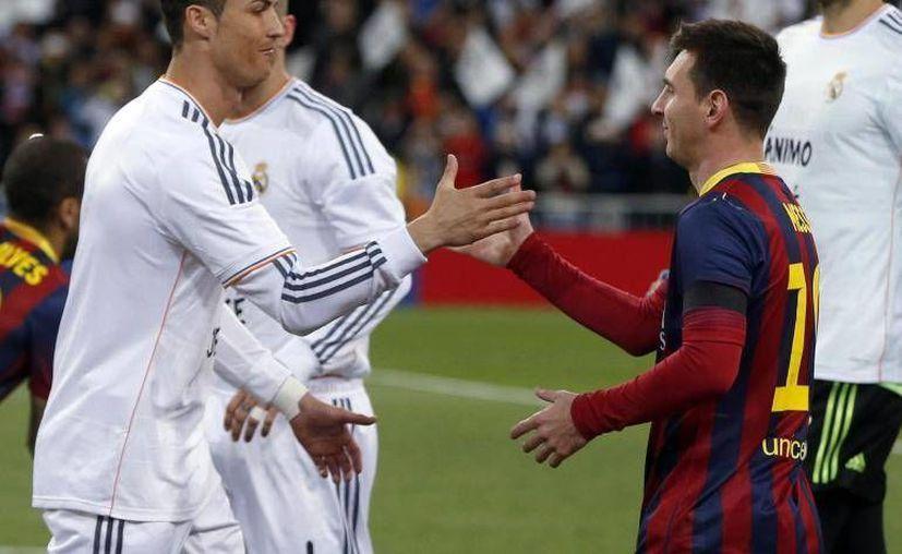 Considerados como los mejores jugadores del mundo, Cristiano Ronaldo y Lionel Messi suman entre ellos mil goles anotados.- (EFE)