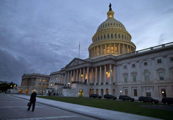La iniciativa fue aprobada por la tarde por senadores y en la noche por la Cámara de Representantes en el Capitolio de Washington. (Agencias)