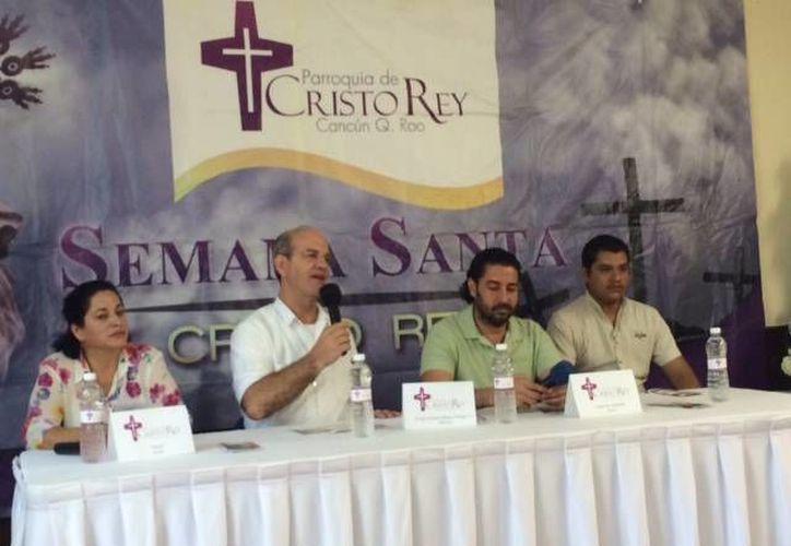 El sacerdote José Antonio Blanco Ortega dio a conocer el programa. (Victoria González/SIPSE)