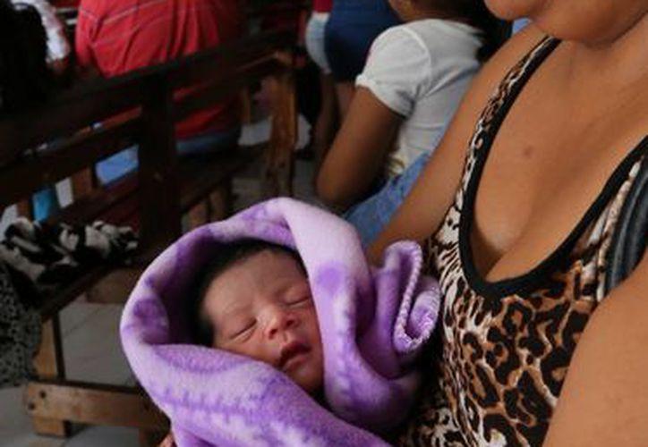 Catorce bebés nacieron en el hospital de  ginecopediatría del IMSS en Cancún el 24 y 25 de diciembre. (Jesús Tijerina/SIPSE)