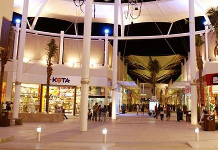 En Cancún existe ya una plaza tipo Outlet, la cuál era llamada Paseos Cancún, ubicada sobre la avenida Andrés Quintana Roo. (Internet)
