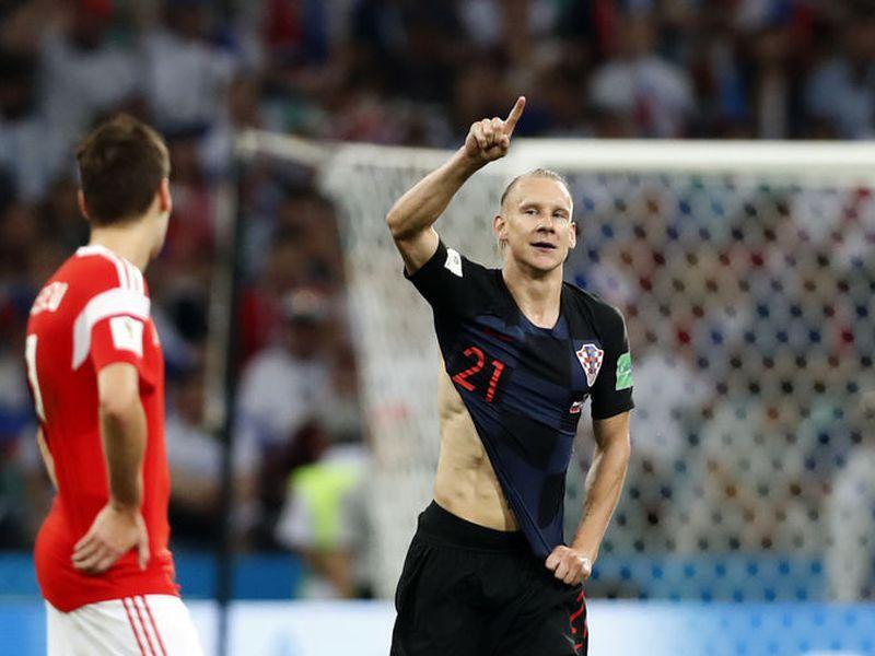 El croata Domagoj Vida envió un mensaje de apoyo a Ucrania, y dijo que era algo personal, pero la FIFA lo tomó como algo político y lanzó una advertencia al defensa (Foto AP)
