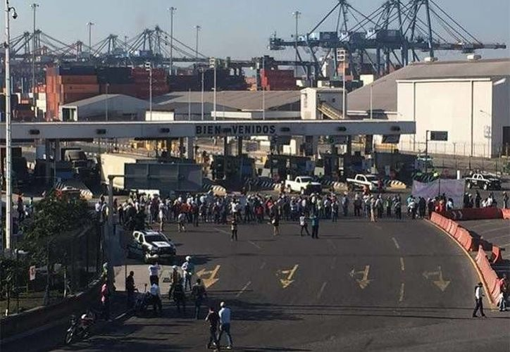 El bloqueo de campesinos y productores se levantó alrededor de las 15 horas. (Milenio)