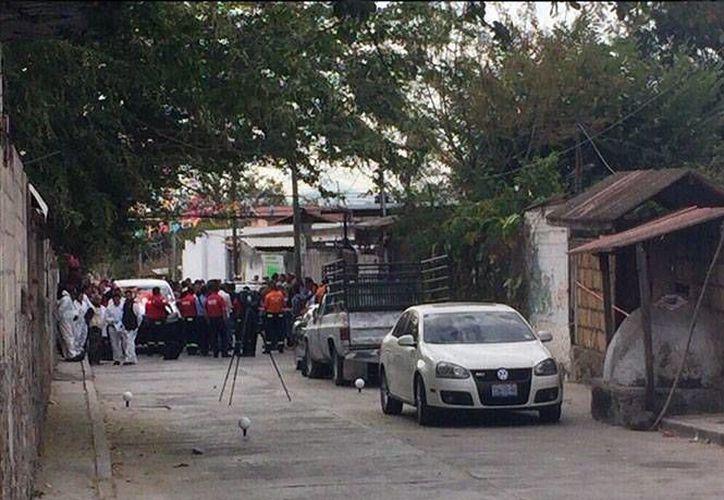 Cuerpos de seguridad acordonaron la casa de la alcaldesa de Temixco, Morelos, Gisela Mota, quien fue asesinada a balazos. (excelsior.com.mx)