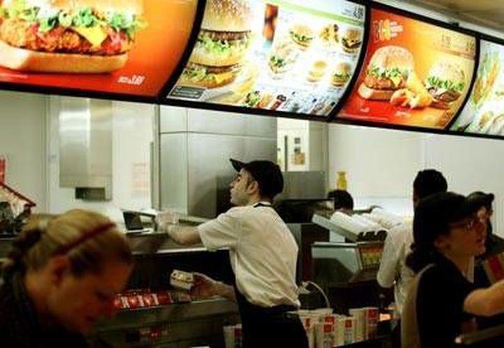En 2009 McDonald's comenzó su expansión dentro del Metro de México. (www.guardian.co.uk/Foto de contexto)