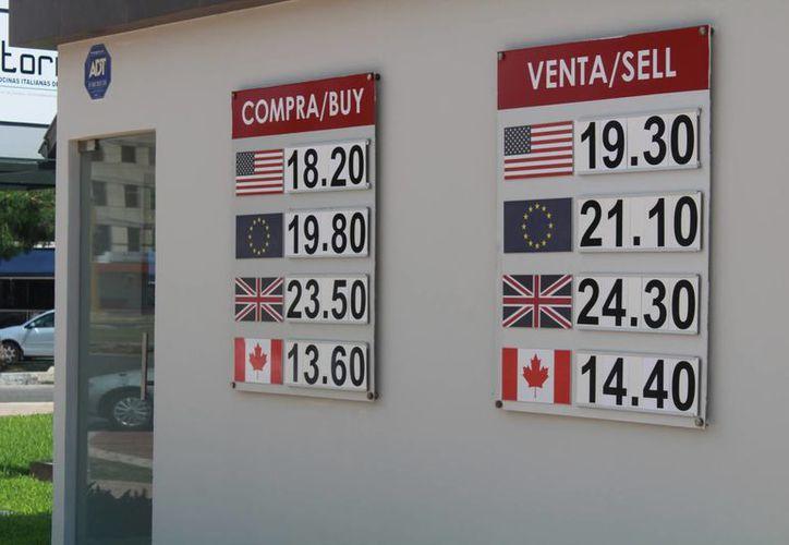 El incremento al dólar estadounidense afectará a los mexicanos. (Luis Soto/SIPSE)