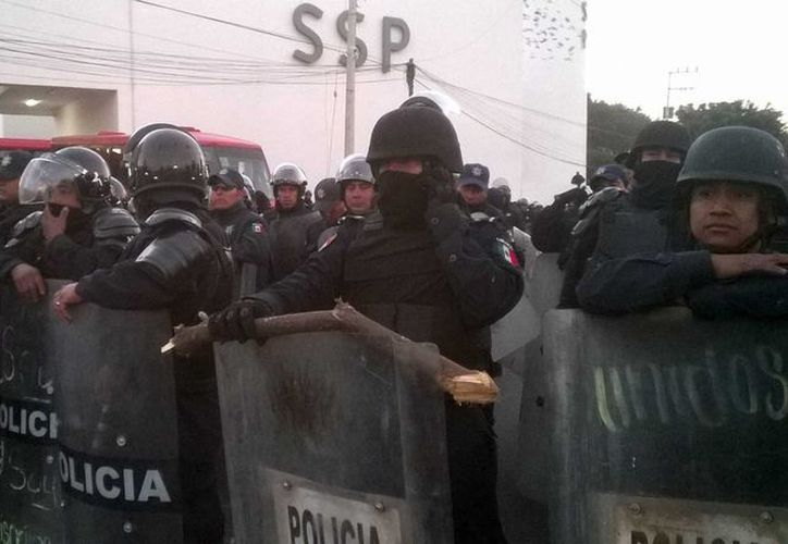 Policías que desde hace dos semanas permanecen en paro deshecharon una propuesta de alza salarial del gobierno de Oaxaca. (noticiasnet.mx/Foto de contexto)