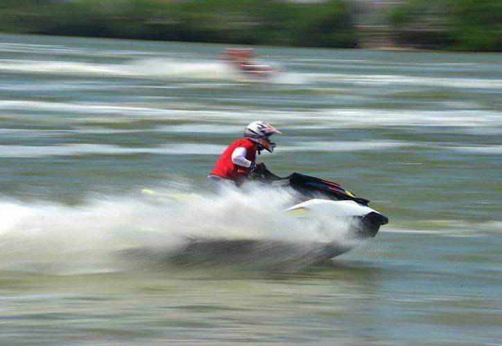 Velocidad extrema desarrollaron ayer los pilotos en el Gran Premio Yucatán 2014 Campion de México. (SIPSE)