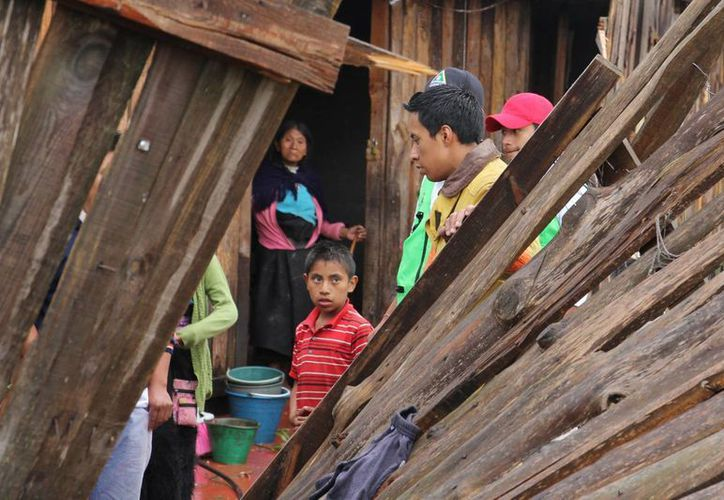 El tornado, acompañado de una granizada, dejó 91 viviendas afectadas en San Cristobal de las Casas. (Notimex)