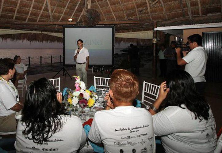 Un grupo de 40 promotores turísticos disfrutaron de un paseo y cena en Cozumel. (Cortesía)