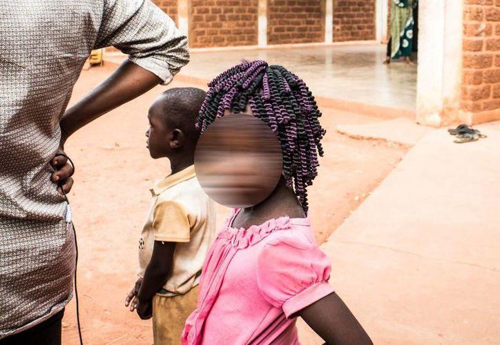 Las mujeres que fueron sometidas a la mutilación genital siendo niñas presentan severas secuelas psicológicas y físicas. La imagen cumple funciones estrictamente referenciales.(Archivo/Notimex)