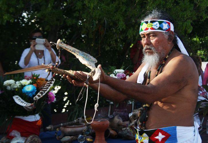 El sacerdote prehispánico Luis Nah ofrecerá una ceremonia por el equinoccio de primavera en la plaza 28 de Julio. (Foto: Octavio Martínez/SIPSE)