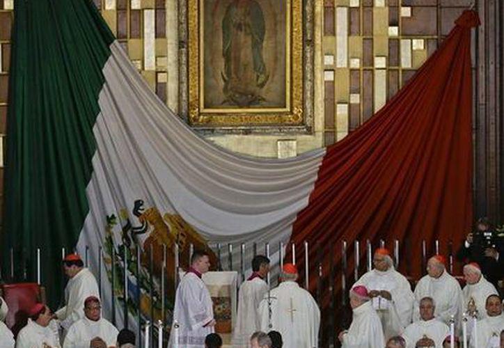 El Papa Francisco inició este sábado, poco después de las 17:00 horas, la misa en la Basílica de Guadalupe. (AP)