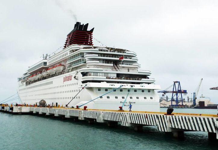 """El crucero """"Monarch"""" es el más grande de la flota de la naviera Pullmantur. (Milenio Novedades)"""