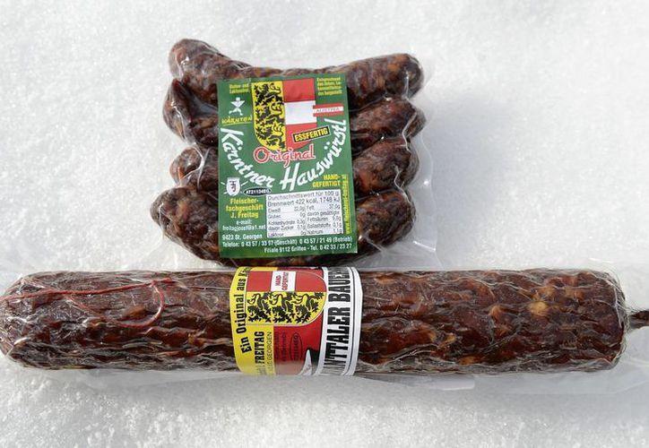 Vista de dos paquetes de carne procesada. (EFE/Archivo)