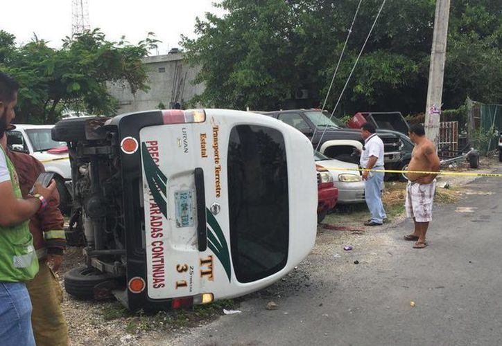En el lugar del accidente se encontraron más de diez personas lesionadas. (Redacción/SIPSE)