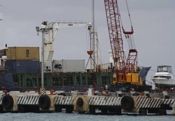 En Puerto Morelos se encuentra el muelle de carga de importaciones. (Tomás Álvarez/SIPSE)