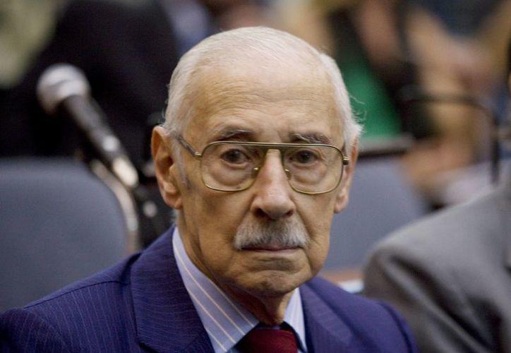 Jorge Rafael Videla, el 28 de febrero de 2011, al inicio del juicio por la expropiación de 35 bebés durante la dictadura militar argentina en los Tribunales Federales de Buenos Aires, Argentina. (EFE)