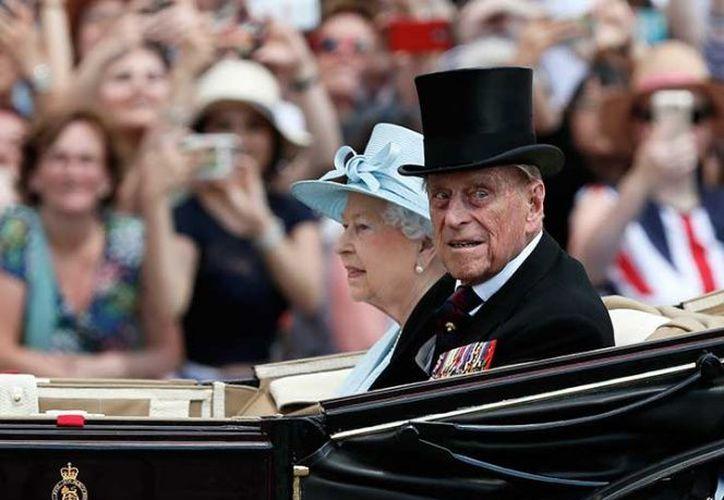 """El príncipe Felipe """"se encuentra de buen humor y está decepcionado de perderse la apertura del Parlamento"""". (Excelsior)"""