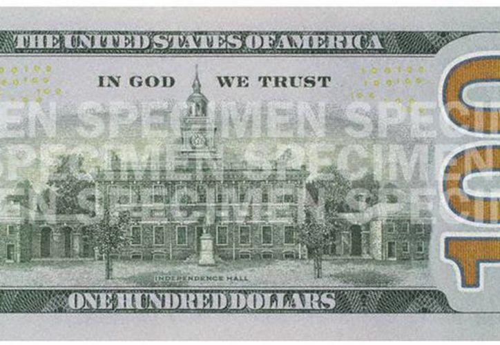 Fotografía cedida por la Reserva Federal estadounidense del nuevo billete de 100 dólares, uno de los de mayor circulación a nivel mundial. (EFE/Reserva Federal estadounidense)