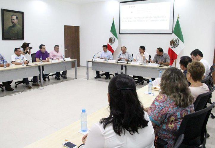 La comisión legislativa analiza los temas relacionados con el programa  Escudo Yucatán. (Foto cortesía del Gobierno de Yucatán)