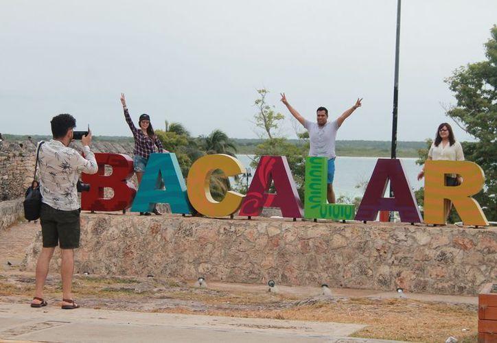Aproximadamente mil 224 personas se encuentran en la cabecera municipal apreciando sus bellezas naturales. (Javier Ortiz/SIPSE)