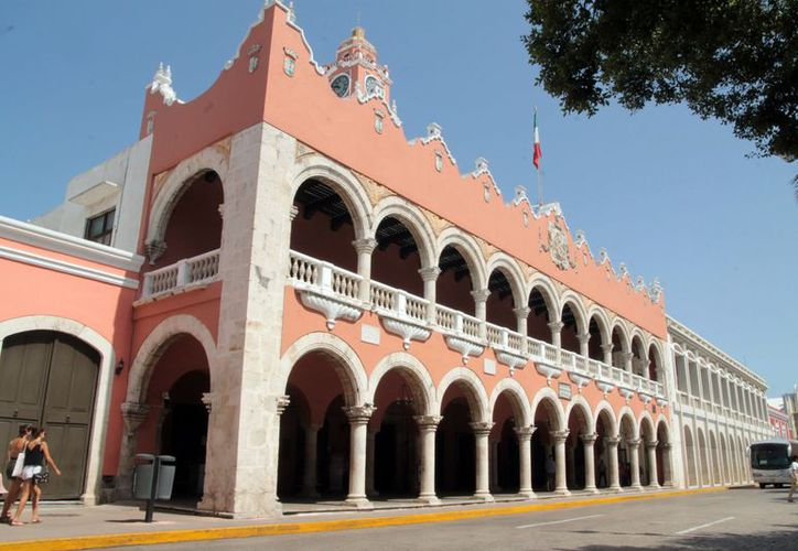 Algunos empleados del Ayuntamiento de Mérida desconocen su futuro laboral. (Foto: Milenio Novedades)