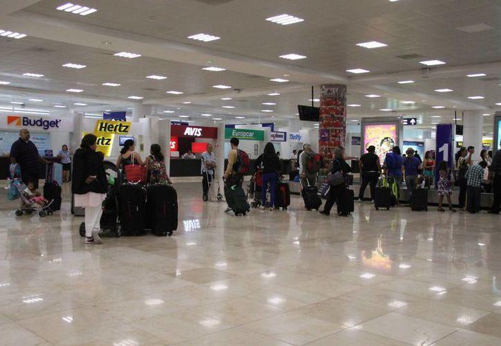 Los módulos de Profeco en el Aeropuerto Internacional de Cancún registraron 14 quejas en 10 día. (Consuelo Javier/SIPSE)