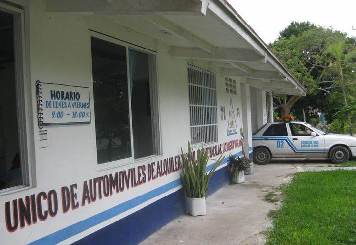Los taxistas de Bacalar ya solicitaron permisos federales para el transporte de turistas a Ichkabal. (Javier Ortiz/SIPSE)