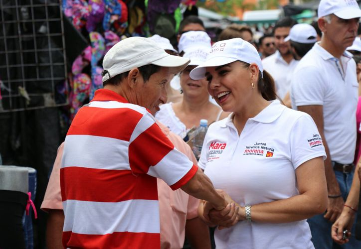 Mara Lezama se topó con diversas expresiones de apoyo. (Redacción)