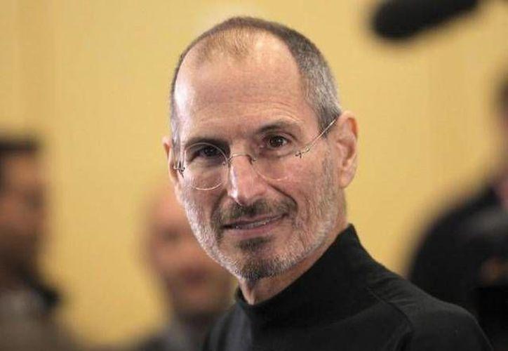 Steve Jobs llegó a burlarse de los teléfonos de gran tamaño... tiempo después, Apple lanzó el iPhone 6 Plus, mucho más grande que todos los anteriores. (Archivo/SIPSE)