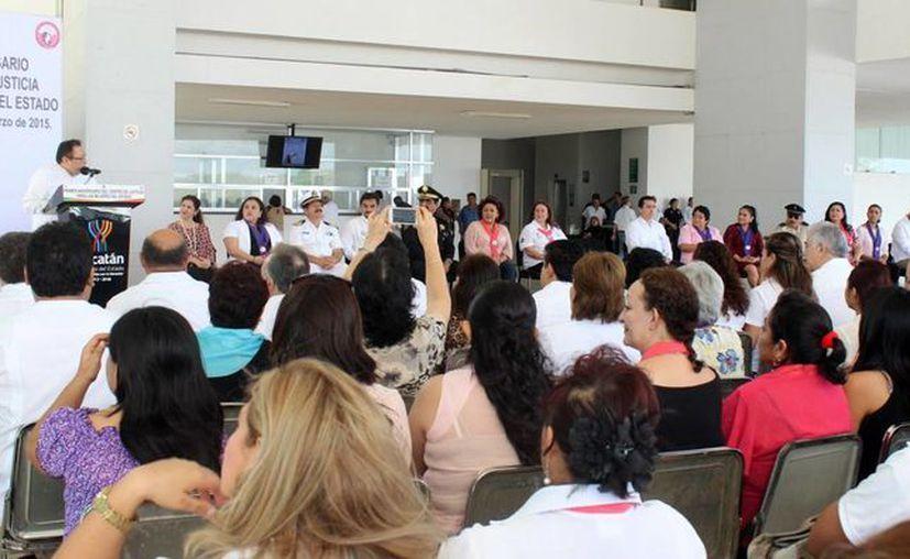 Reconocen el trabajo en el CJMY a un año de su apertura. Imagen de la ceremonia de reconocimiento a empleados. (Milenio Novedades)