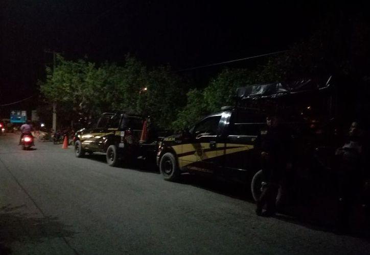 Pasadas las 21:00 horas la actividad comenzó a descender y solamente algunas decenas de personas se mantienen atentas. (Joel González/Milenio Novedades)