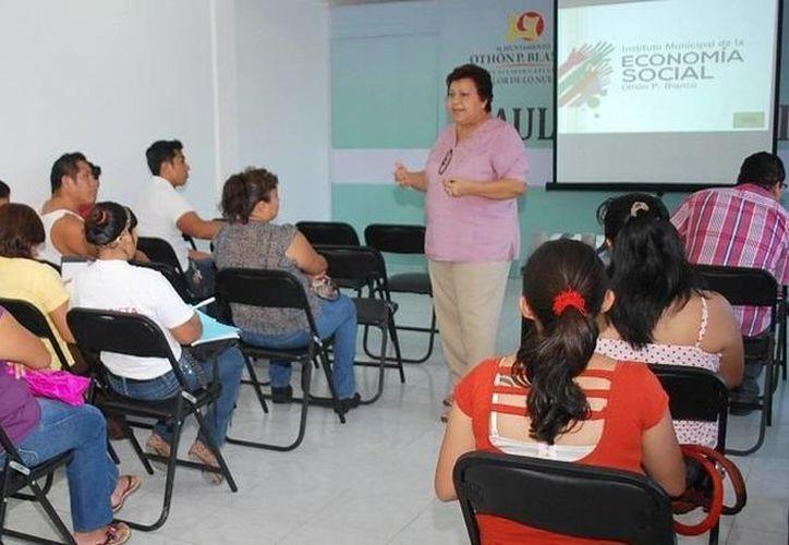 """El curso """"Aprendiendo a emprender"""" se imparte en 14 sesiones de 3 horas cada una. (Cortesía/SIPSE)"""