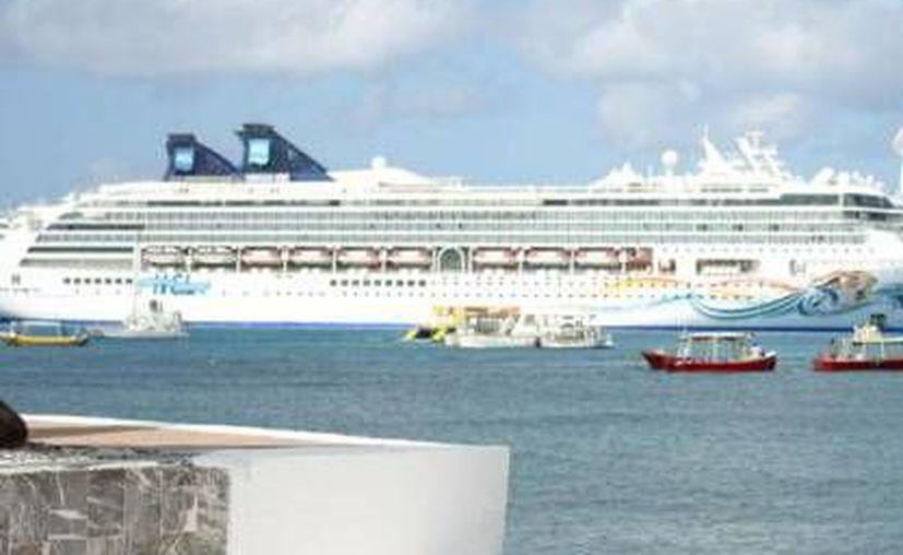 Autoridades recibirán al primer pasajero del crucero Carnival Conquest. (Cortesía/SIPSE)