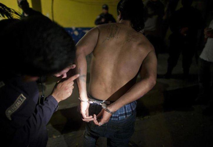 Aún persiste el elevado número de homicidios en El Salvador pese a que las pandillas acordaron una tregua. (Archivo/AP)