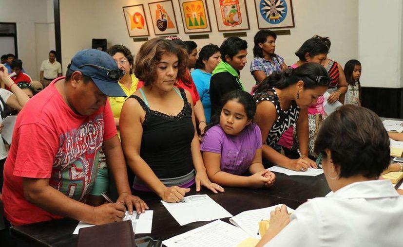 Doscientos veinticuatro alumnos recibieron el pago una baca por e su desempeño escolar. (Cortesía)