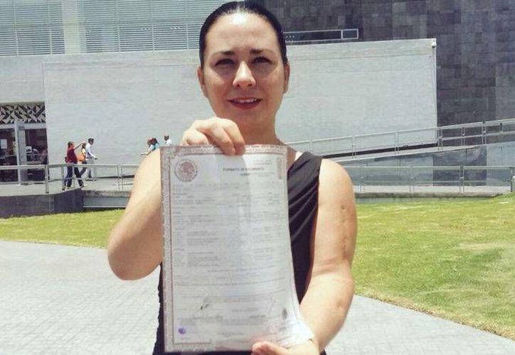 Jessica Reinah Serrano considera la decisión legal que ganó algo más que una asunto de apellidos. (proceso.com.mx)