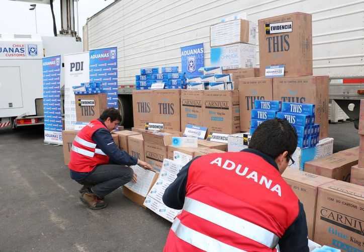Se incautaron 1.260 cajas que contenían las más de quince mil botellas. (Foto: Twitter)
