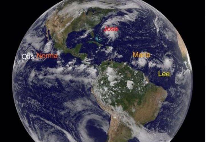Otis se ubica a mil 950 kilómetros de Los Cabos y se desplaza mar adentro. (Foto: Conagua/Twitter)
